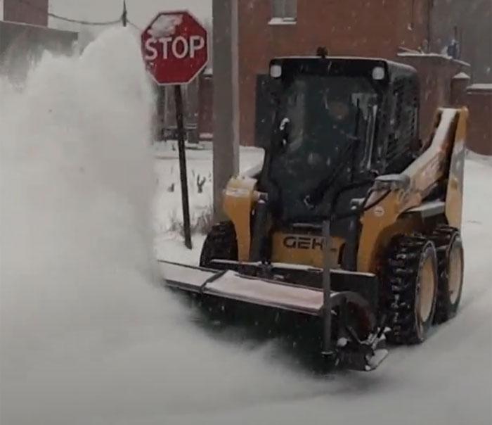 уборка снега на дорогах